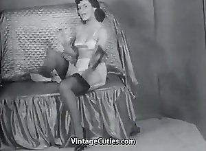 Sexy Mature Lady;Sexy Lady;Mature Lady;Sexy Stockings;Undresses;Sexy;Vintage Cuties Channel;Vintage;Stockings;MILFs;Foot Fetish;Striptease Sexy Mature Lady...