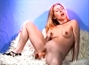 Blonde,Sex Toys,Blonde,Perfect,Shaved,Trimmed Pussy Cute blonde plays...