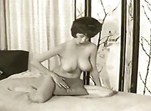 Hairy;Mature;Tits;MILF;HD Videos;Big Natural Tits;Big Tits;American;Mom Vintage striptease